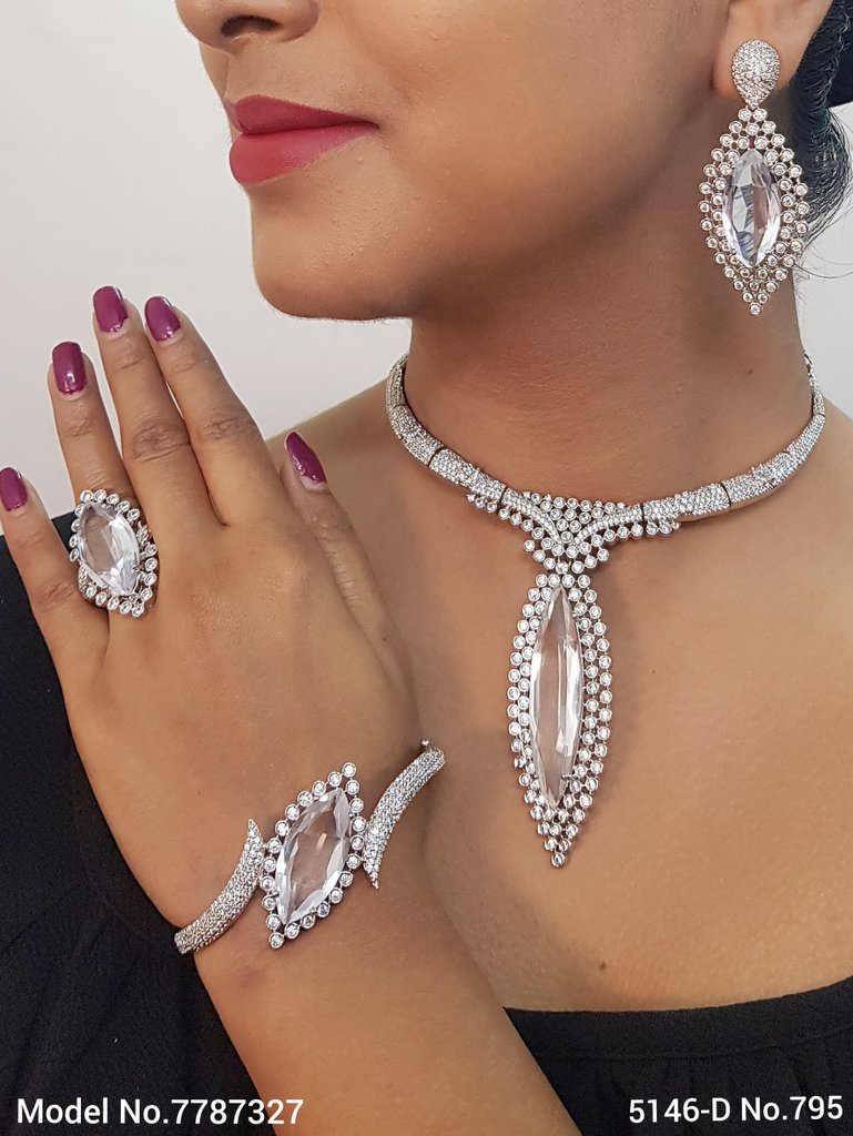 Traditional yet Trendy Design   Ideal for your Parties !
