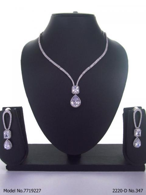 Fine Fashion Classic Necklace Set