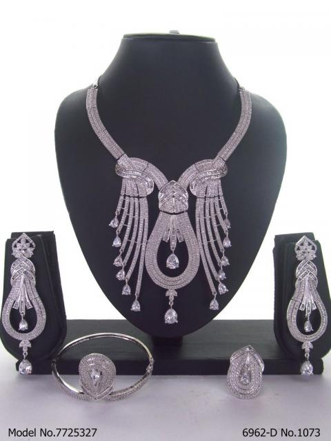 Amazing Traditional Jewelry Set