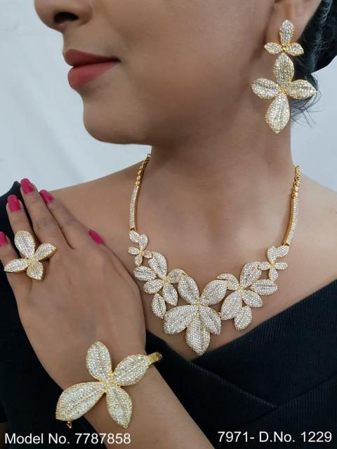 Statement Necklaces in Trend